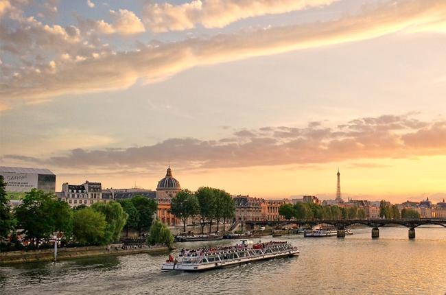 Bateaux di Parigi al tramonto